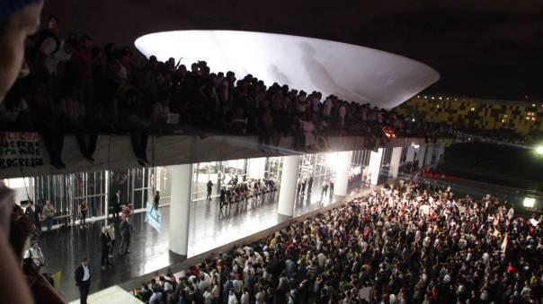 Marcha-Brasil-17-de-junio-2013-Movimiento-Pase-Libre-Brasilia-Congreso